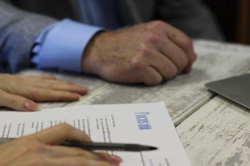 contract hands meeting