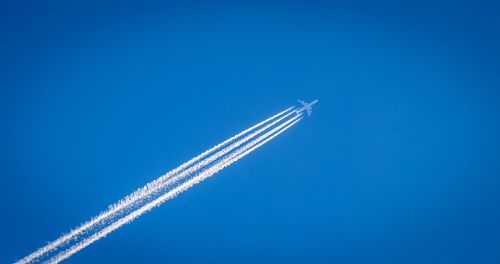 contrails trail airplane