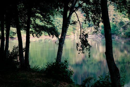 contrasts lake back light