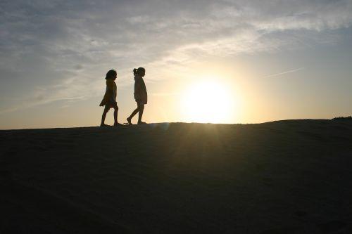 contrasts desert girls