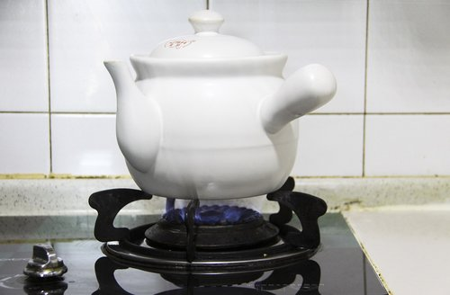 cook traditional chinese medicine  traditional chinese medicine pot  traditional chinese