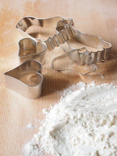cookie cutter bake flour
