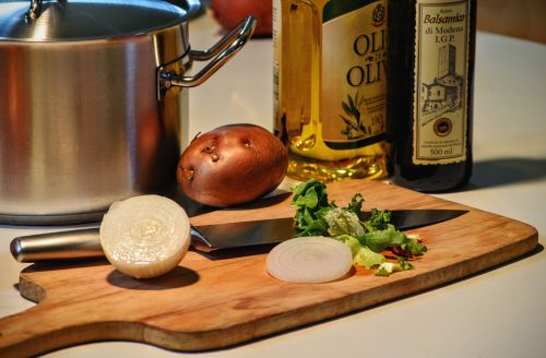 cooking onion olive oil
