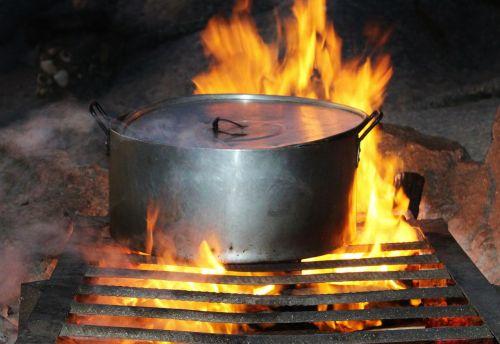 cooking pot fire eat