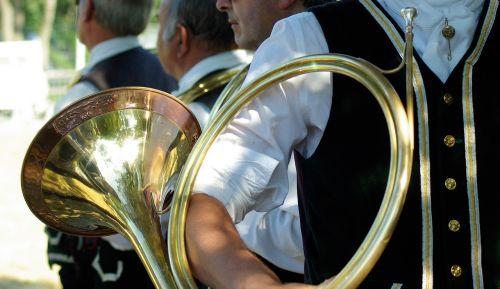 cor hunting horn musician