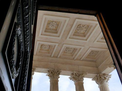 corinthian columns capitals