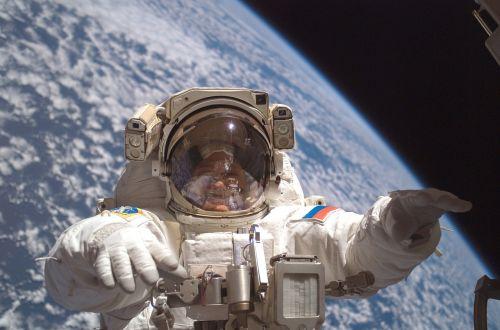 cosmonaut spacewalk iss
