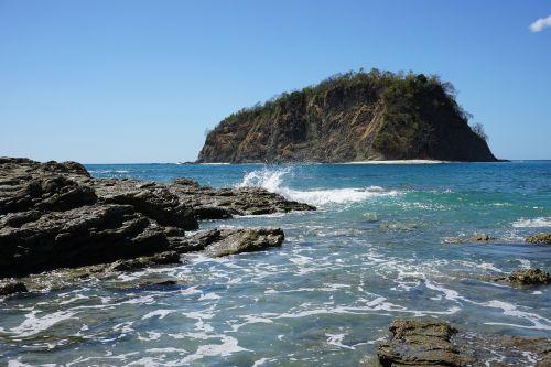 costa rica ocean waves