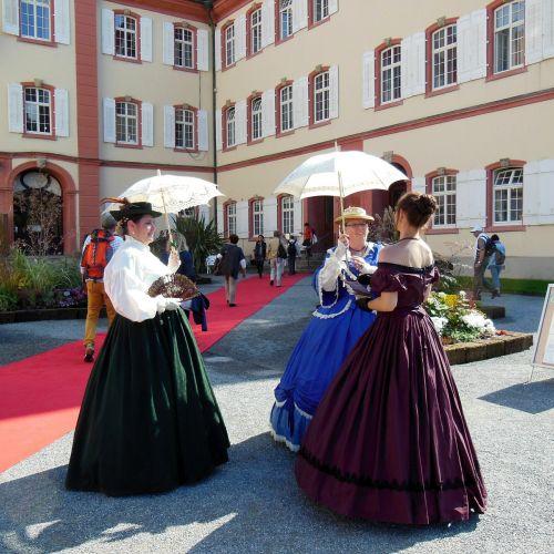 costume noble parasols