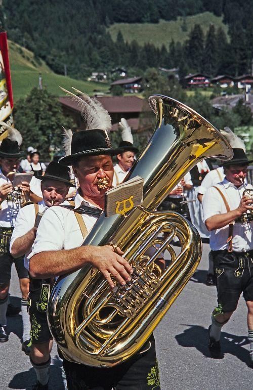 costume move tuba