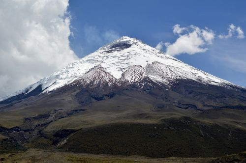cotopaxi ecuador volcano