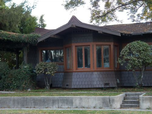 cottage bungalow residence