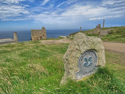 count poldark mine the ruins of the