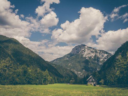 kaimo namas,kalnų kraštovaizdis,kraštovaizdis,namas,kalnas,gamta,kelionė,Šalis,vaizdingas,namelis,pastatas,kaimas,peizažas,miškas,žalias,dangus,kalnų peizažas,grazus krastovaizdis