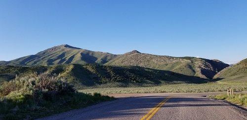 country road  mountains  idaho