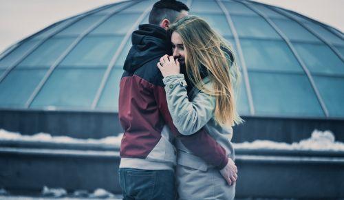 pora,apkabinimas,meilė,pora apkabinti,kartu,santykiai,pora į meilę,laimingas,jaunoji pora,laimė,apkabinti,jaunoji meilės pora,šypsosi,meilė,apimti,laiminga jaunoji pora,pora apimanti