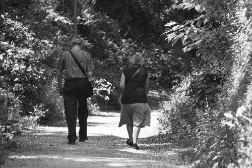 couple promenade characters