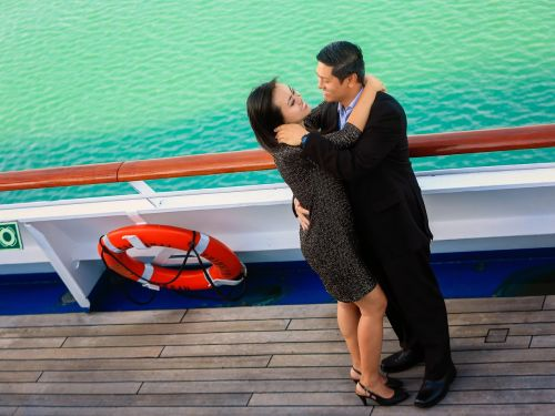 couple love cruise