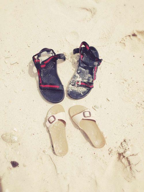 couples beach shoes
