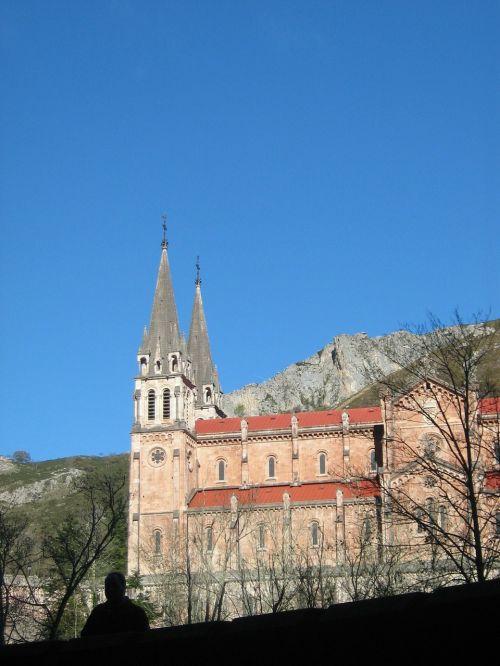 covadonga church asturias