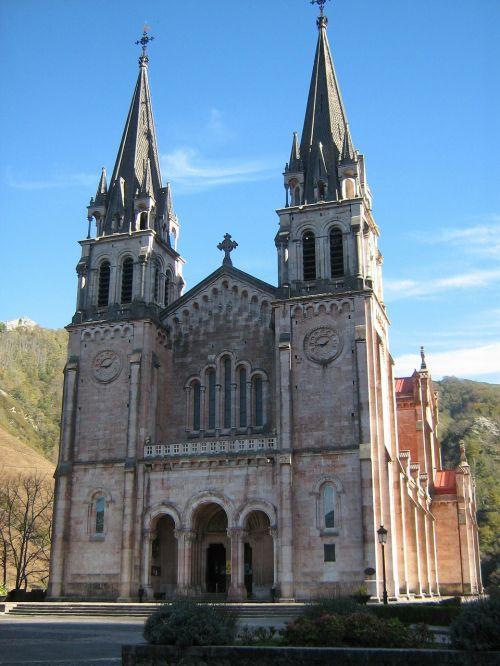covadonga asturias church