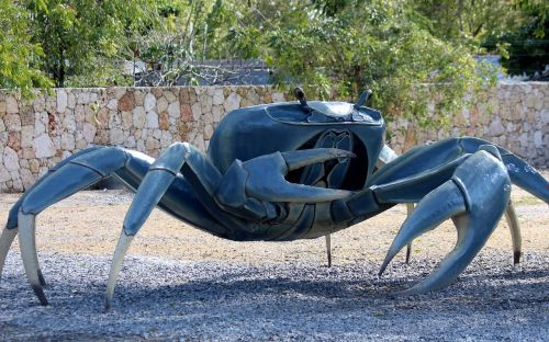 crab sculpture iron