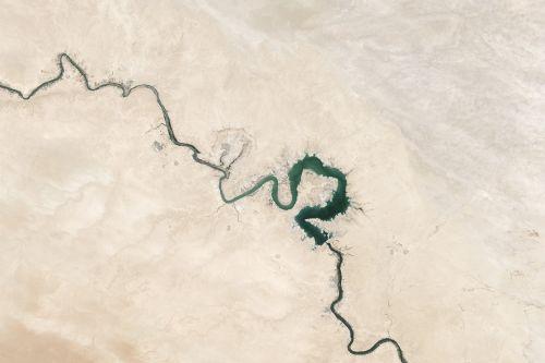 cracks desert dry