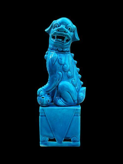 amatai,porcelianas,šuo porcelianas,Figūra mėlyna,juodas fonas,mėlynas,ciyan,figūrinis senovinės porceliano porcelianas,šuo foo