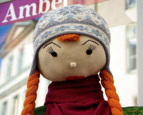 crafts doll bonnet