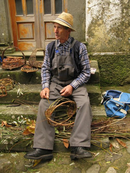 craftsman of baskets lupinaia lucca