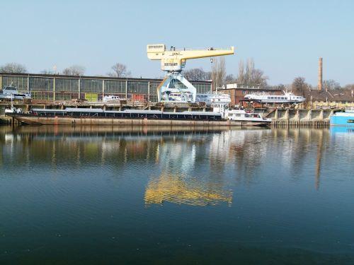 crane danube shipyard