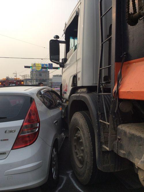 crash car dump truck