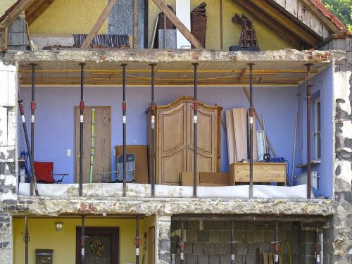 avarija,griovimas,pusė namo,senas pastatas,atviras,auginimas,Wandlos,palaikoma,atviras kambarys,atviras Namas,apstatytas,kambario dalis įrengta,kambarys
