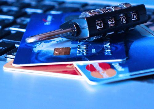 kredito kortelė,banko kortelė,vagystė,mokėjimo kortelė,užraktas,tapatybė,vagis,duomenys,kompiuteris,Slaptažodis,įsilaužimas,įsilaužėlis,pavogtas
