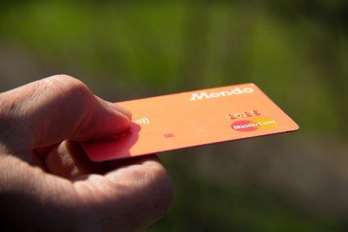 kredito kortelė,debetine kortele,debetas,kreditas,kreditinės kortelės,kortelė,verslas,plastmasinis,bankas,pinigai,finansai,mokėjimas,bankininkystė,mokėti,pirkti,sumokėti,lustas,sąskaita,mondo,mastercard,monzo