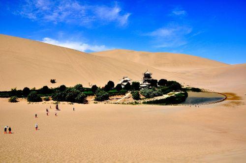 crescent lake desert oasis