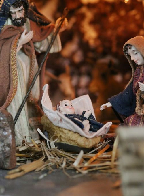 crib maria wood carving