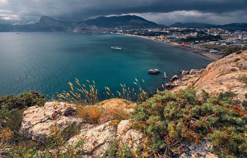crimea black sea mountains