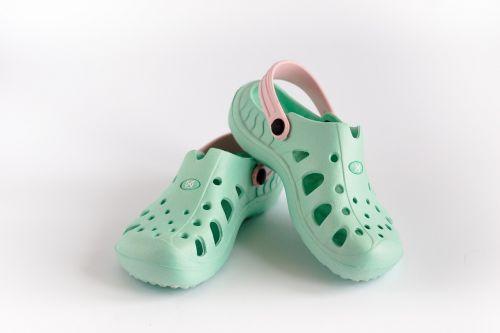 crocs flip sandals