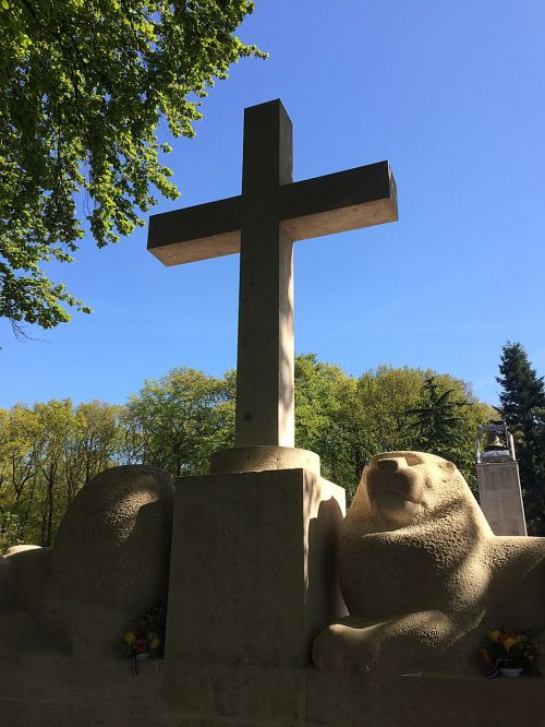 cross commemorate military cemetery