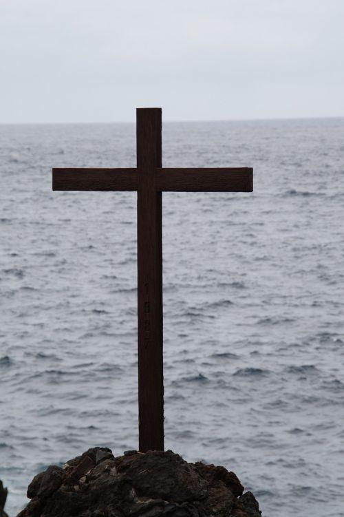 cross sea commemorate