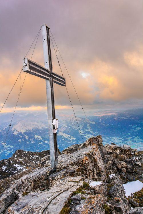 cross mountain mountaineering