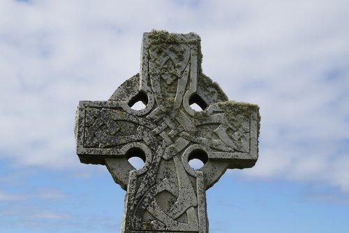 cross  tombstone  celtic