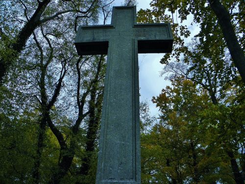 cross grave tomb
