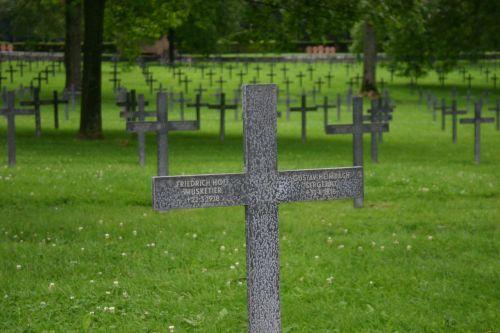cross war graves cemetery