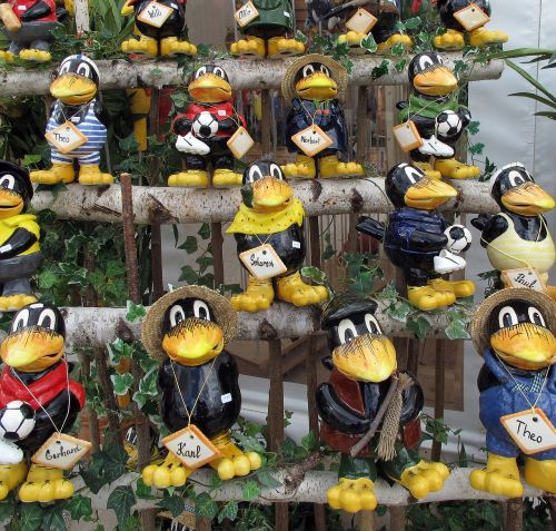 crow figures decoration