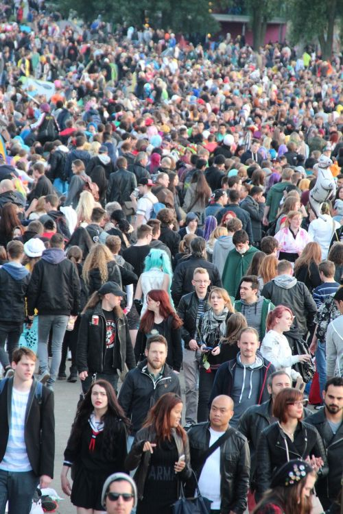 crowd overpopulation chaos