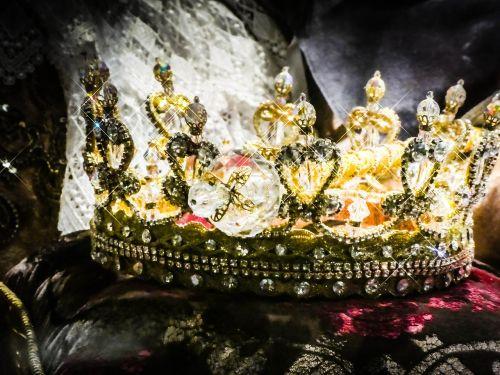 crown gold royal