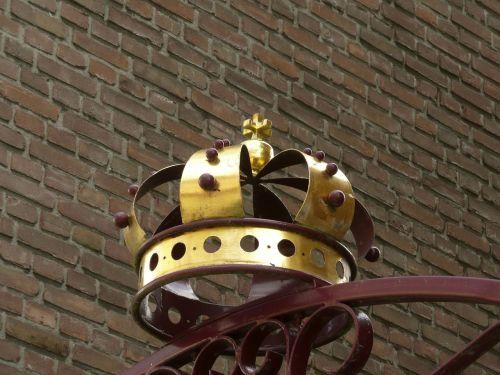 crown golden queen