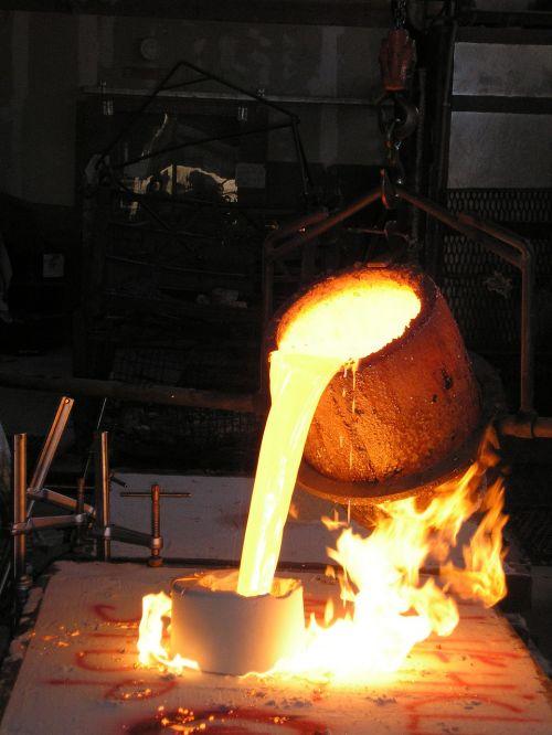 crucible foundry molten